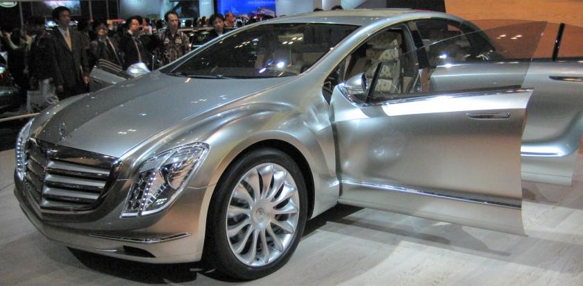 2015 Mercedes-Benz F700 Front