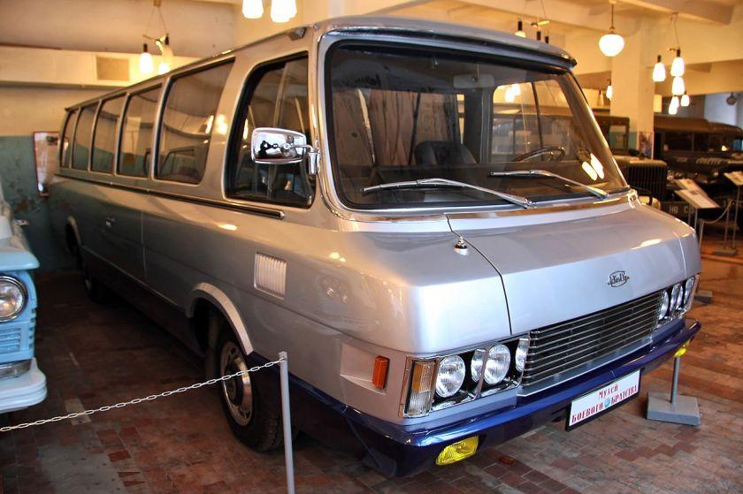31 ZIL-119