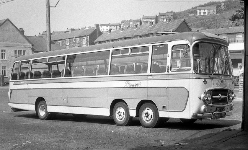 Bussen Bedford Val 14 twin steer coach Brewers caerau any135b depot JL