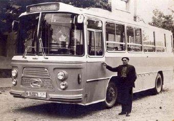 El Sr. Faustino Bertán con el autobus Zane AUTOBUS 19