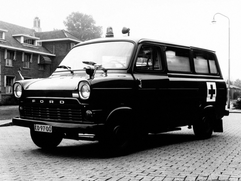 ford_transit_ambulance_1