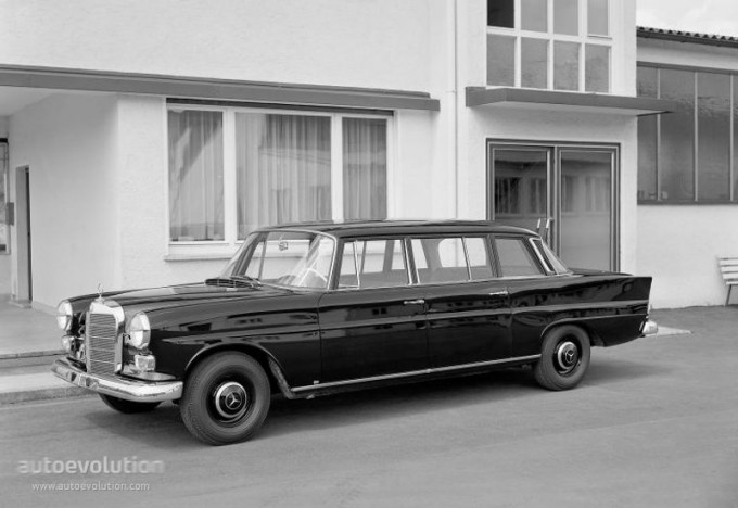 MERCEDES BENZ E-Klasse-medium