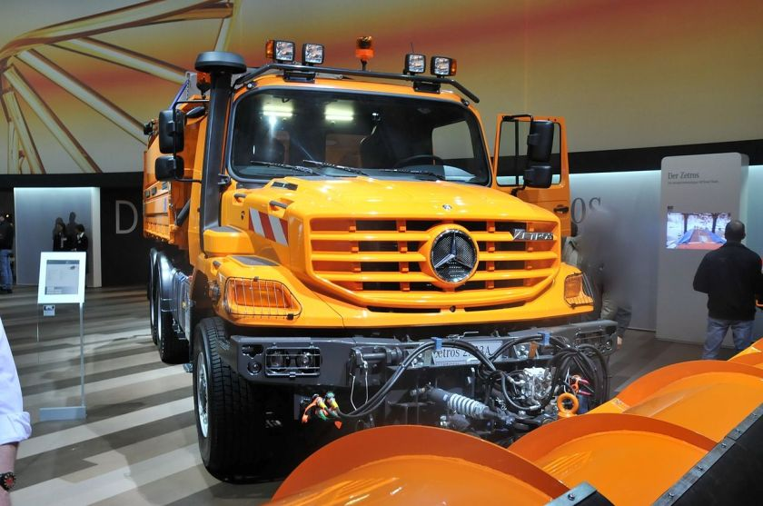 Mercedes-Benz Zetros used for snowplowing