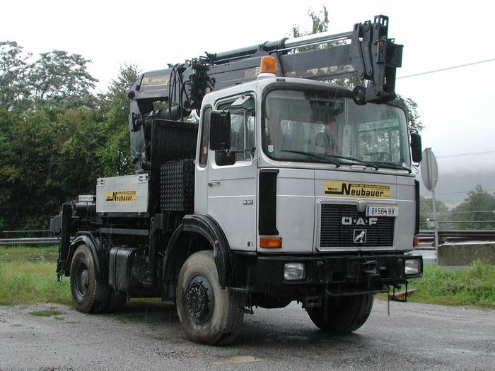 OeAF 19.321 Sattelzugmaschine mit Kran Neubauer G564HV