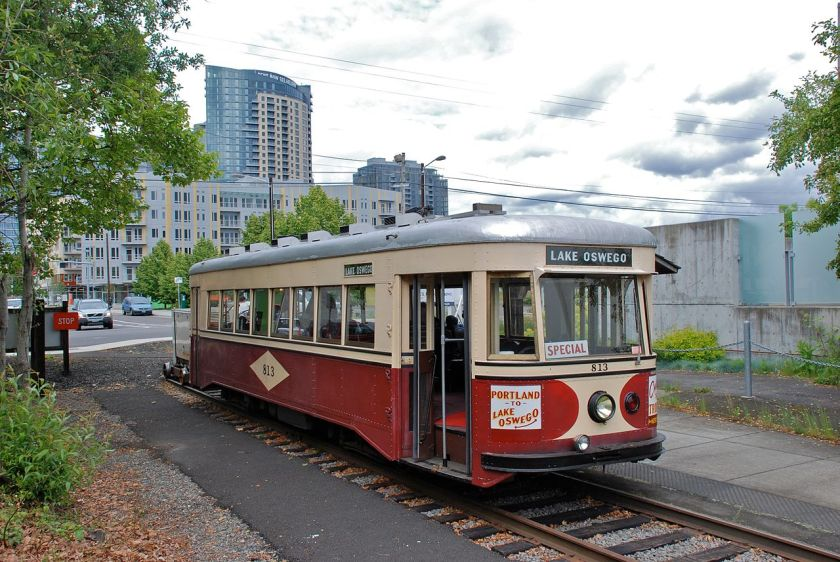1932 Portland_813_at_Willamette_Shore_Trolley's_Bancroft_St_terminus,_May_2010