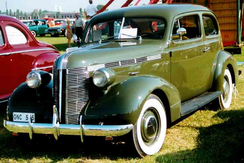1937 Pontiac De Luxe Series 26 2611 2-door Touring Coach