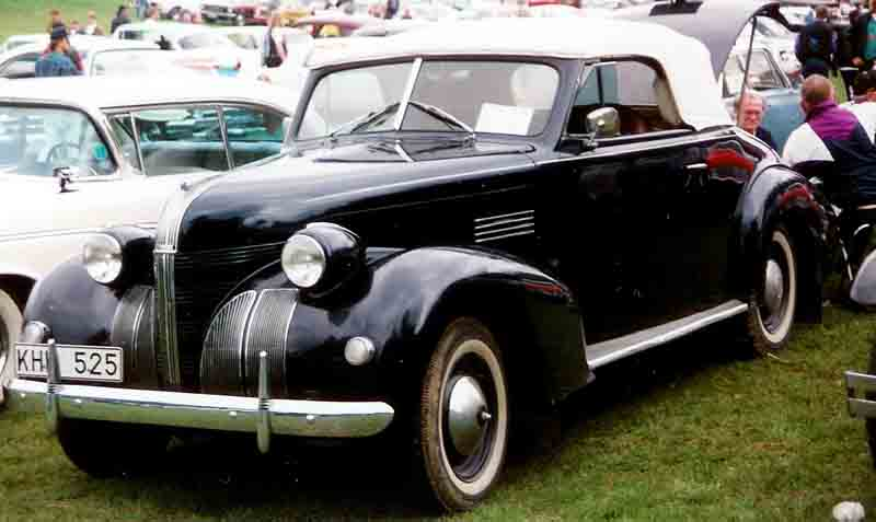 1939 Pontiac De Luxe Convertible Coupé