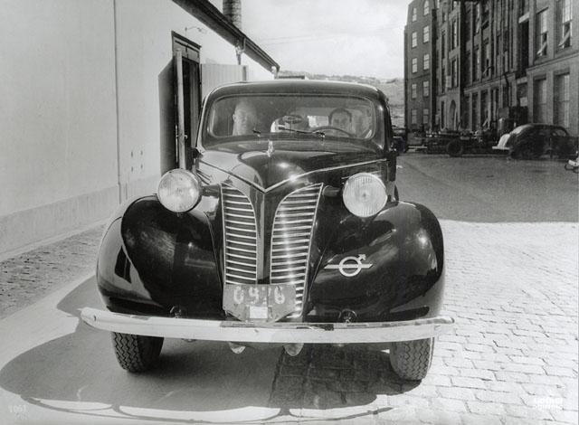 1949 Volvo PV821 2