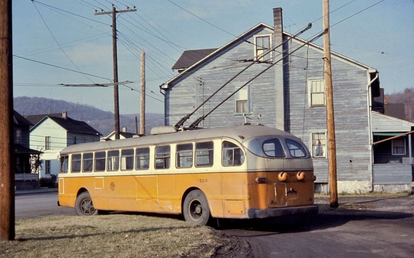 1952 Johnstown_trolleybus_734_in_Coopersdale_Loop,_Nov-10-1967