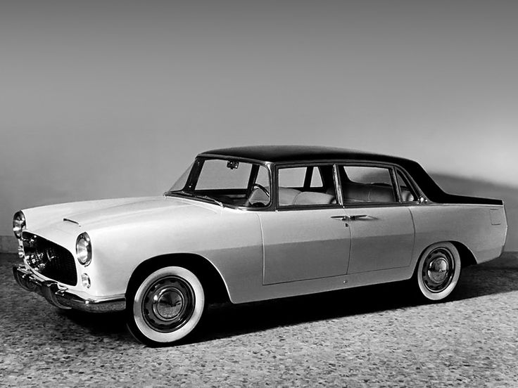 1956 Lancia Flaminia Prototipo (813) The prototype had suicide doors. Lancia changed them before production started. Too bad.