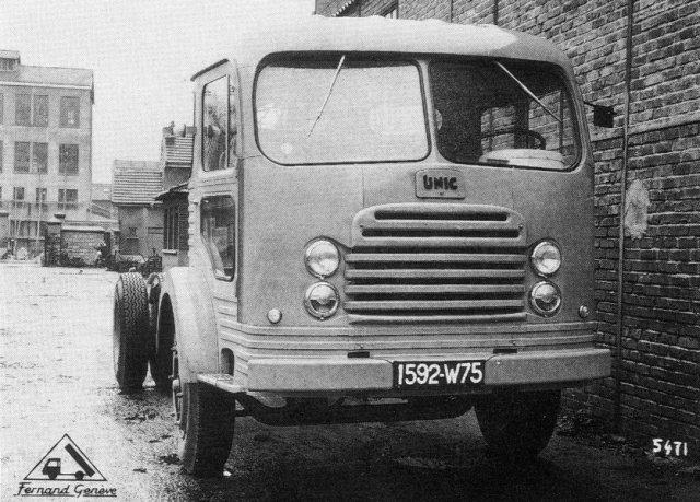 1956 UNIC à PUTEAUX. Première réalisation de l' alliance avec UNIC avec la cabine GENEVE et Ford 1956