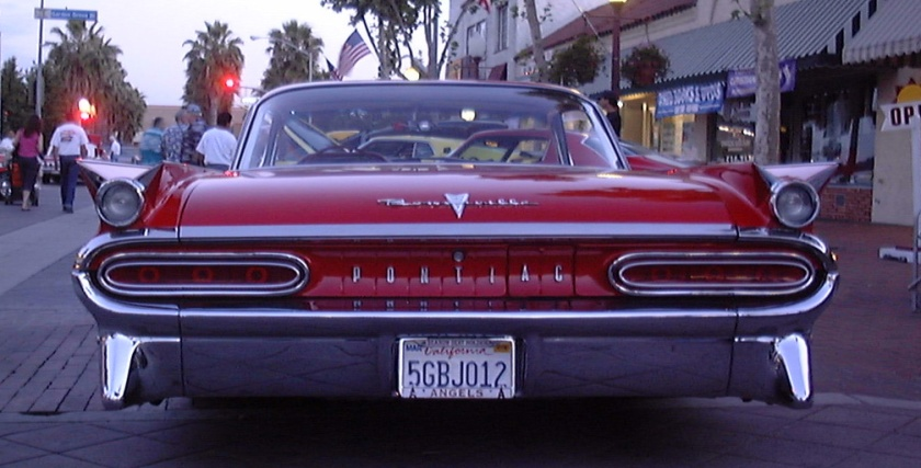1959 Bonneville from the rear, showing double rear fins