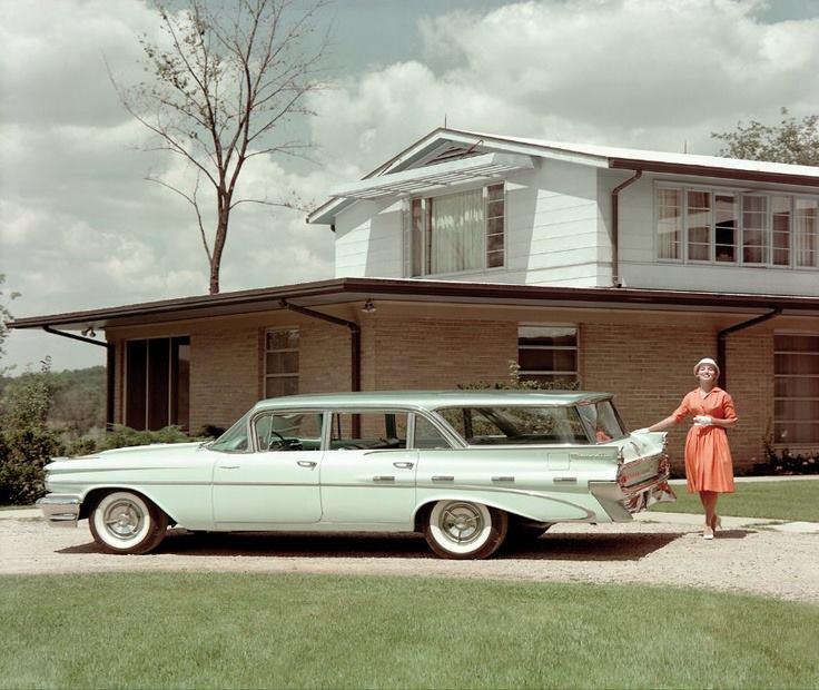 1959 Pontiac Bonneville Safari wagon
