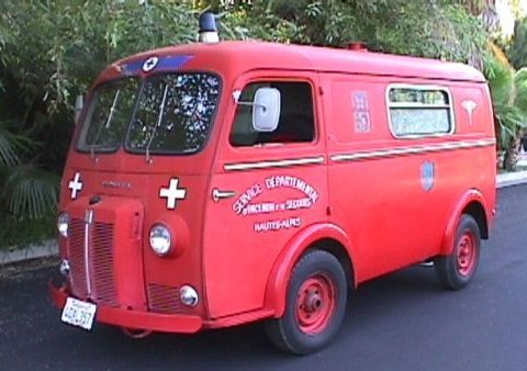 1962 peugeot-403-ambulance-10