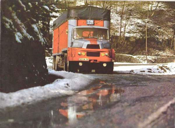 1965 UNIC Izoard V8 270 cv à été reproduit à l' identique couleur comprise par Dinky-toys