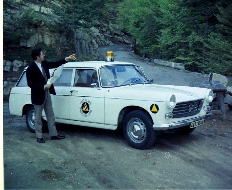 1968 peugeot-404-ambulance-12