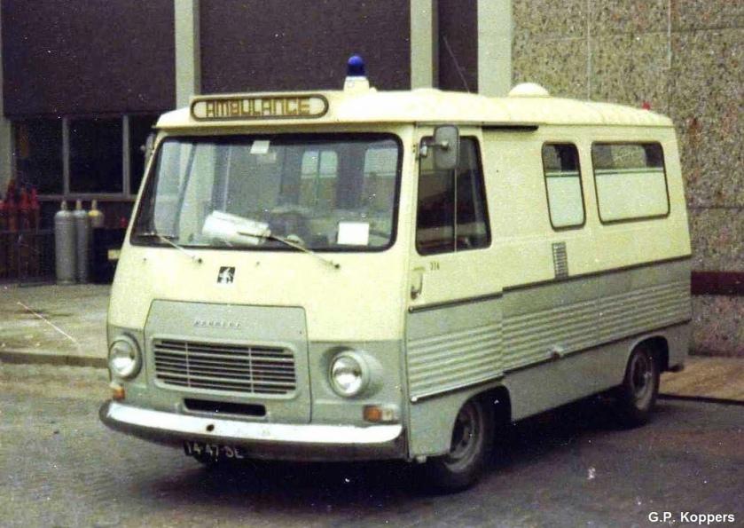 1971 Peugeot J7 ambulance carrosserie Visser standplaats Schiphol