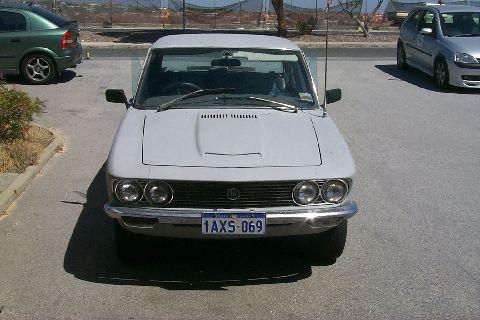 1972 Mazda 1800 voorzicht