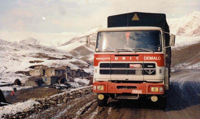 1974 UNIC V8 270 avec cette nouvelle cabine dérivé de chez Fiat