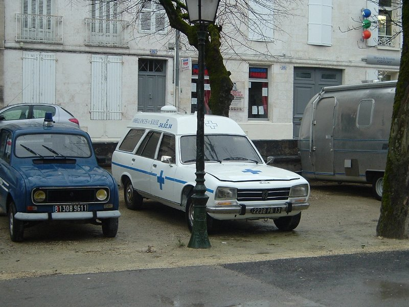 1976 old-peugeot-504-ambulance