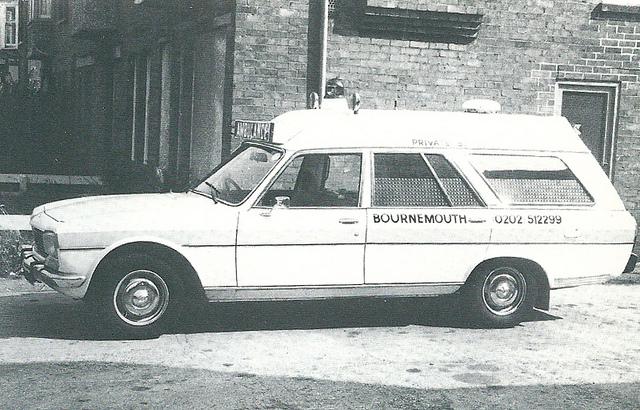1976 Peugeot 504 Ambulance r