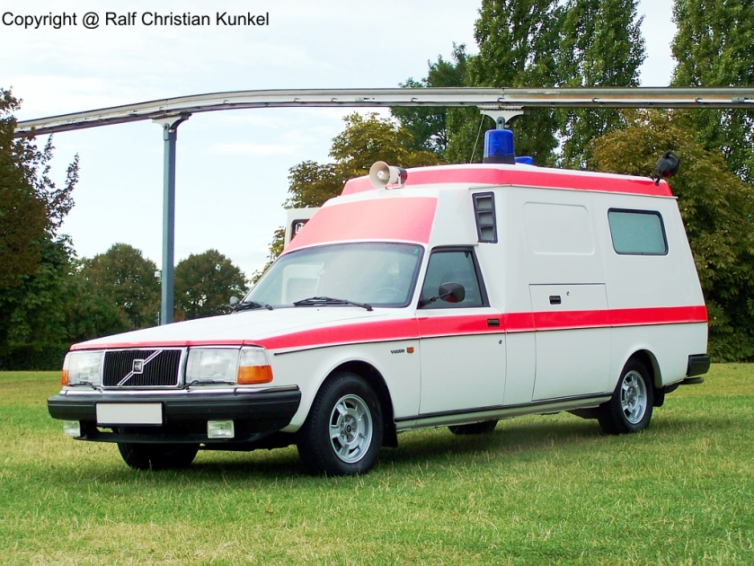 1984 volvo-265-ambulance-02