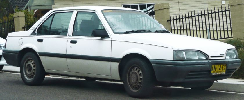 1987-1989_Holden_JE_Camira_SL_sedan_01