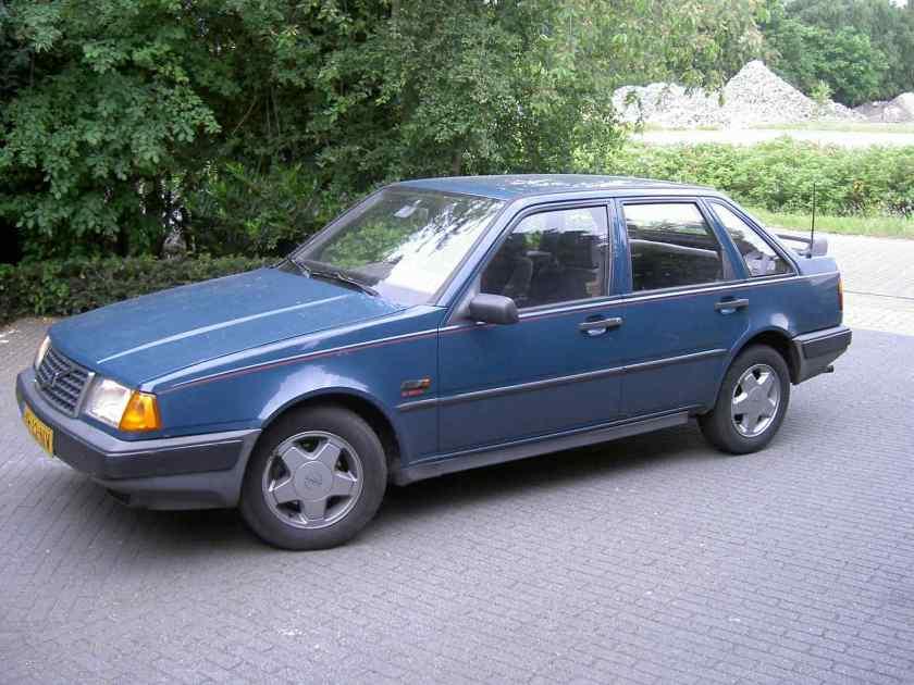 1987 Volvo 440 2