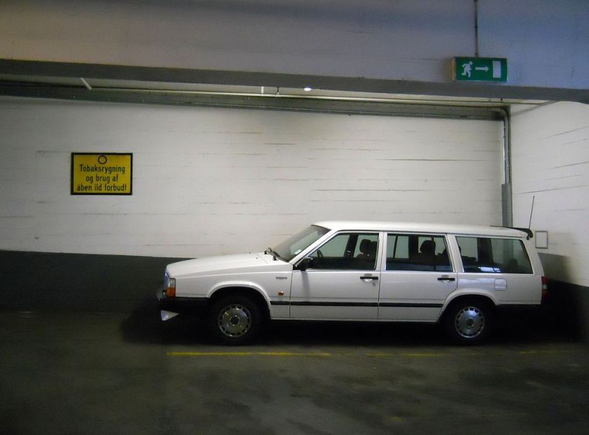 1987 Volvo 740, one of the few European passenger cars that can harbor a Europallet in its luggage compartment