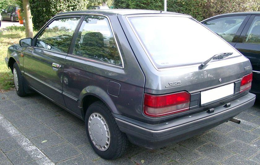 1990 Mazda_323_rear_20070920
