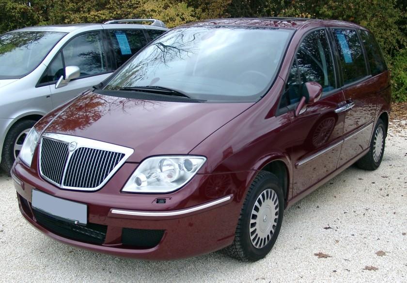 2007 Lancia Phedra front