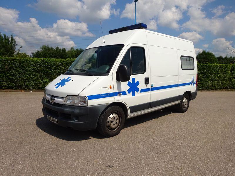bestelwagen-ambulance-PEUGEOT