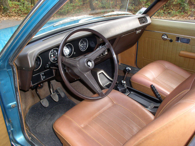 Interior of a Chrysler 160 fitted with manual transmission.