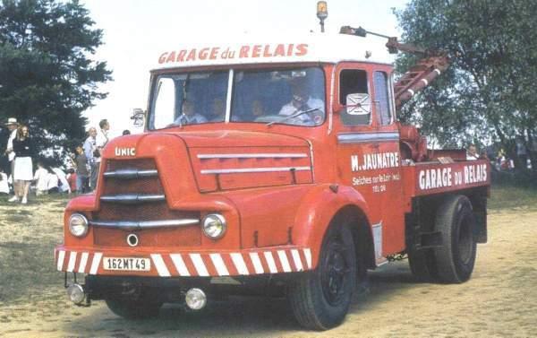 Trucks UNIC ZU 100 équipé d' un cabine Pepel modéle de camions des années 50