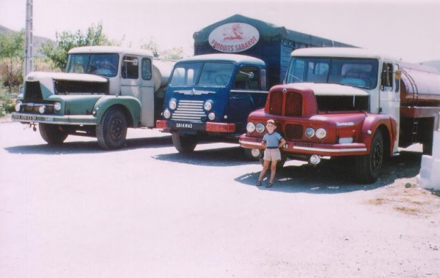 Trucks UNIC ZU 100 en dernier plan, un Renault fainéant au milieu, et un Saurer-Unic 130cv pinardier