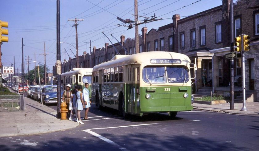 Two_Phila._Brill_trolleybuses_at_Tasker_&_32nd,_route_29,_in_1968