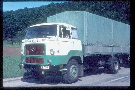 Unic avec le moteur V8, vous remarquerez qu' il a encore conservé son ancienne cabine