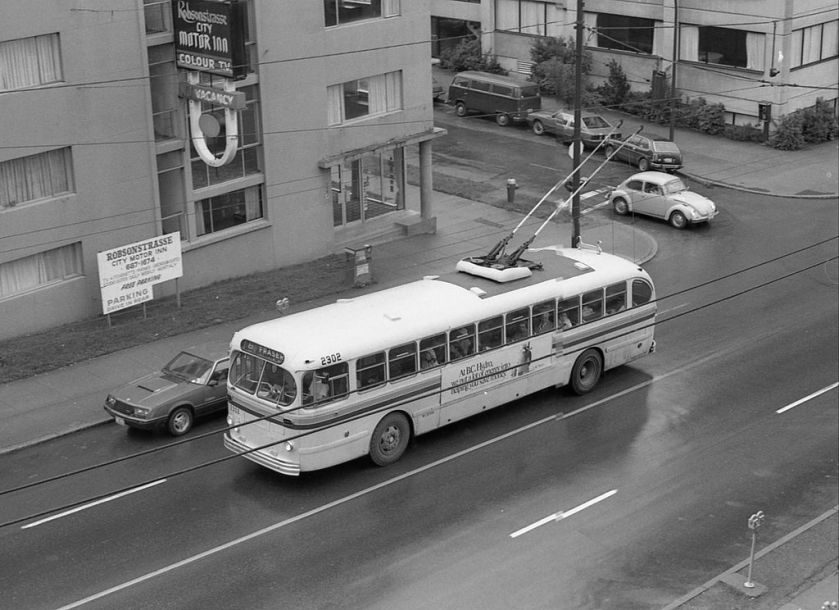 Vancouver_trolleybus_2302_eastbound_on_Robson_Street,_late_1970s