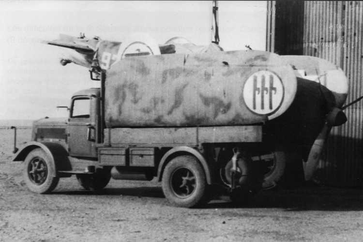 1931-39 Fiat 634 di una Squadra riparazioni aerei e motori trasporta un caccia Fiat C.R.42