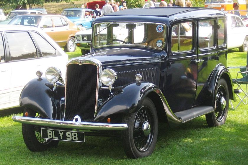 1935 Hillman_possibly_Minx_built_1935_according_to_DVLA_database_photo_2008_Castle_Hedingham