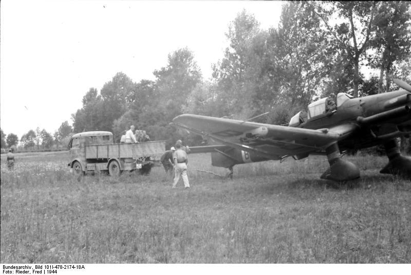 Italien, Junkers Ju 87 auf Feldflugplatz