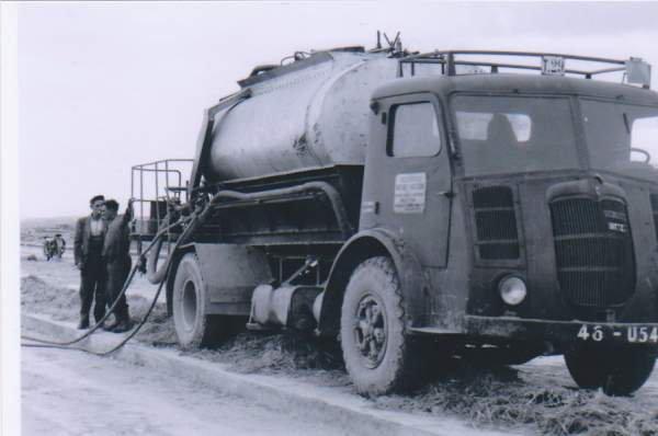 1946 BERLIET GDR KL 7 équipé en goudronneuse