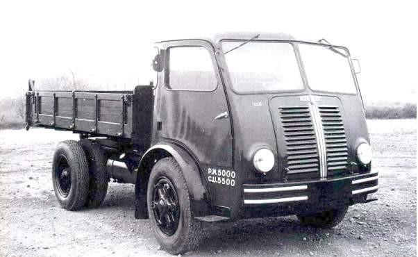 1950 BERLIET GLB sorti d' usine environ dérivé du car PCK 7