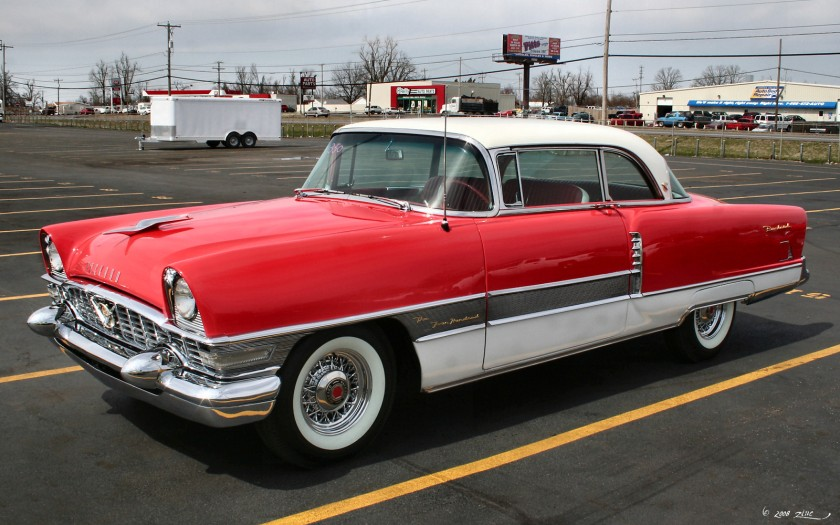 1955 Packard Four Hundred Hardtop Modell 5587 mit optionalen Speichenrädern von Kelsey-Hayes