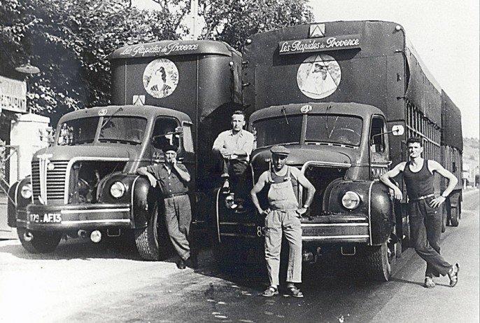 1956 Berliet TLR 8 W, 5 cyl, 120 cv à gauche et un GLR 8 W