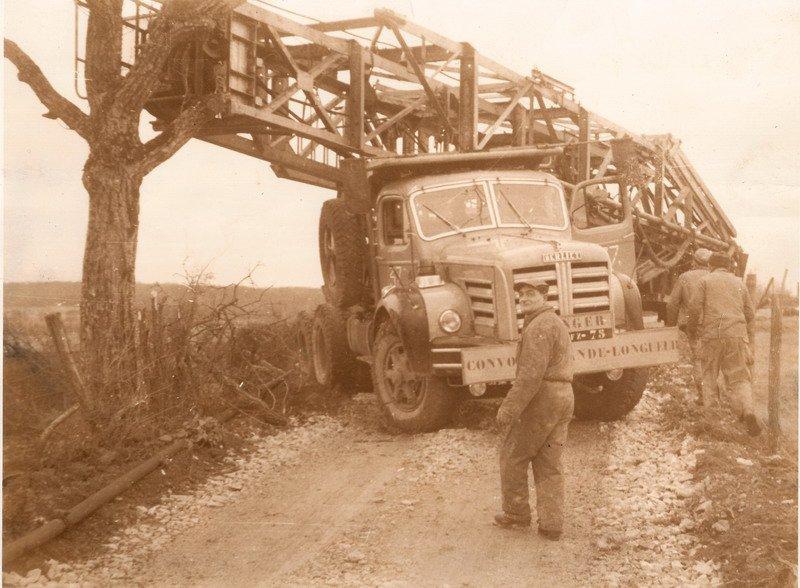 1958 Berliet Tracteur TLM 15 légèrement en difficulté