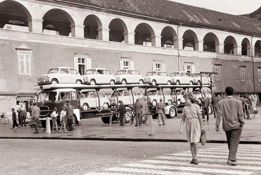 1960 Fiat_600_za_trgovsko_podjetje_Merkur_na_Trgu_svobode_1960_(2)