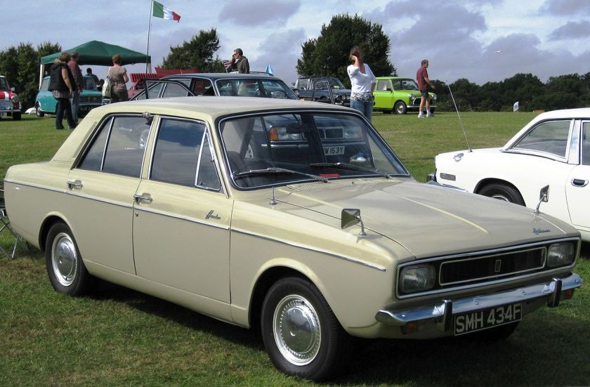 1967 Hillman_Hunter_with_second_of_the_four_fronts_1725cc_first_registered_October_1967