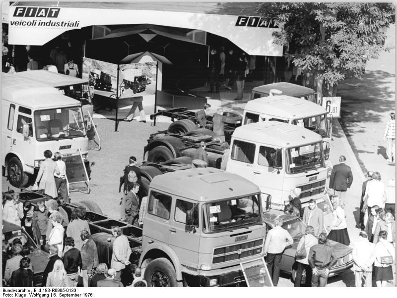 1976 Bundesarchiv_Bild_183-R0905-0133,_Leipzig,_Herbstmesse,_Lastkraftwagen (1)