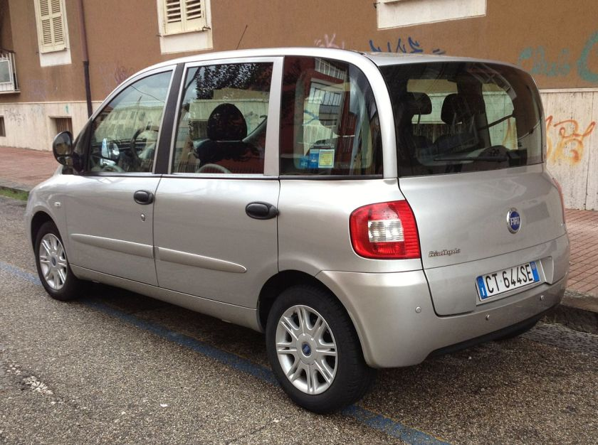 2005 Fiat Multipla rear